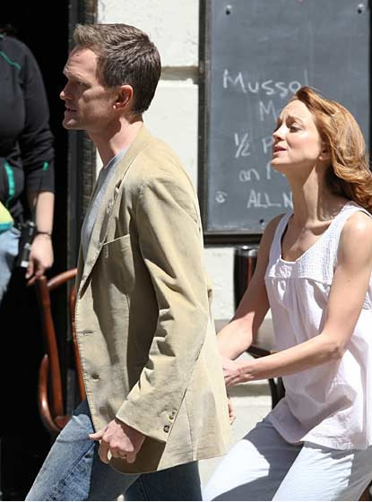 Neil Patrick Harris and Jayma Mays in The Smurfs